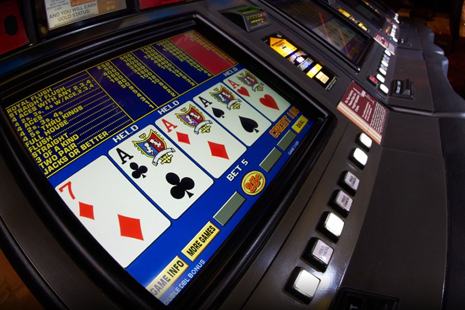 seven and four Aces showing on video poker screen